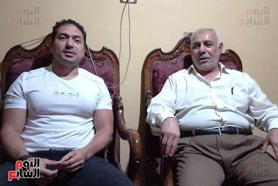 محمد حمدى ووالد الشهيد خالد مغربي