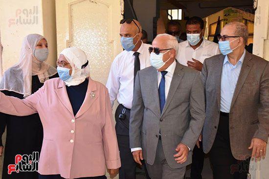 الغضبان-يشارك-طلاب-مدرسة-بورسعيد-الثانوية-بنات-طابور-الصباح-(4)