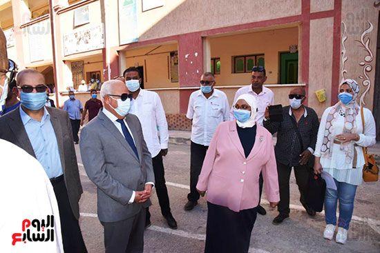 الغضبان-يشارك-طلاب-مدرسة-بورسعيد-الثانوية-بنات-طابور-الصباح-(7)