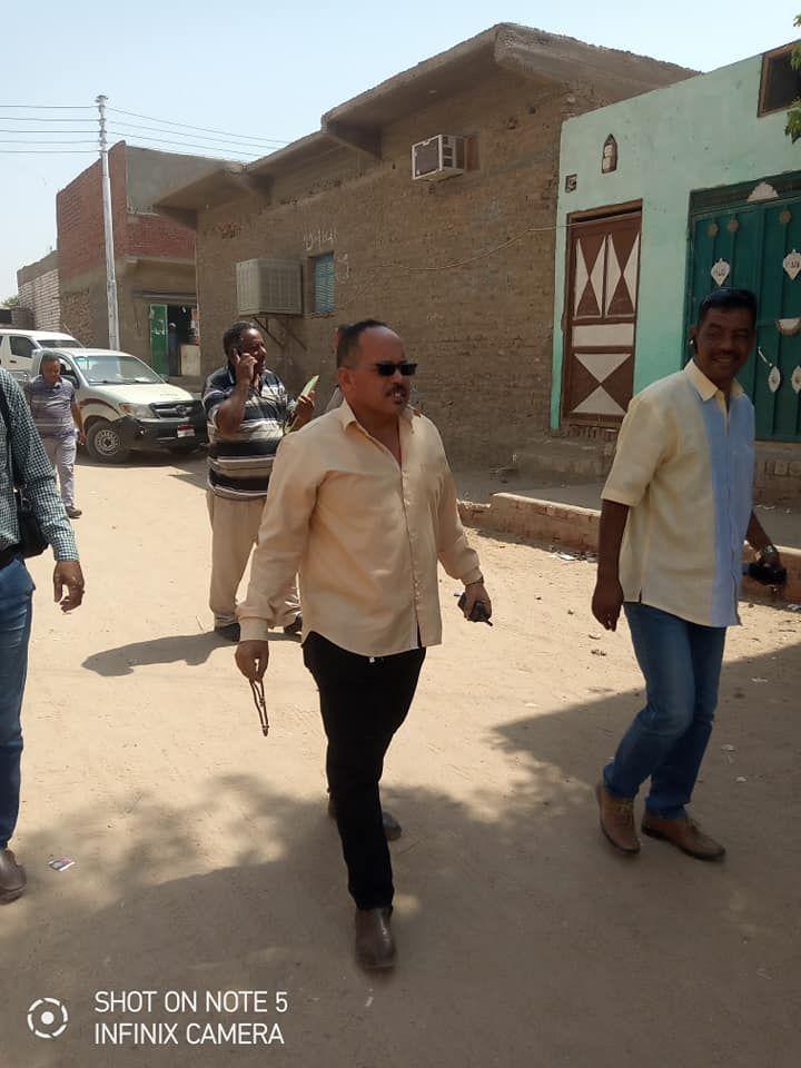 لجنة المتابعه بحافظة اسوان تتفقد قري مبادرة حياة كريمة بكوم امبو (3)