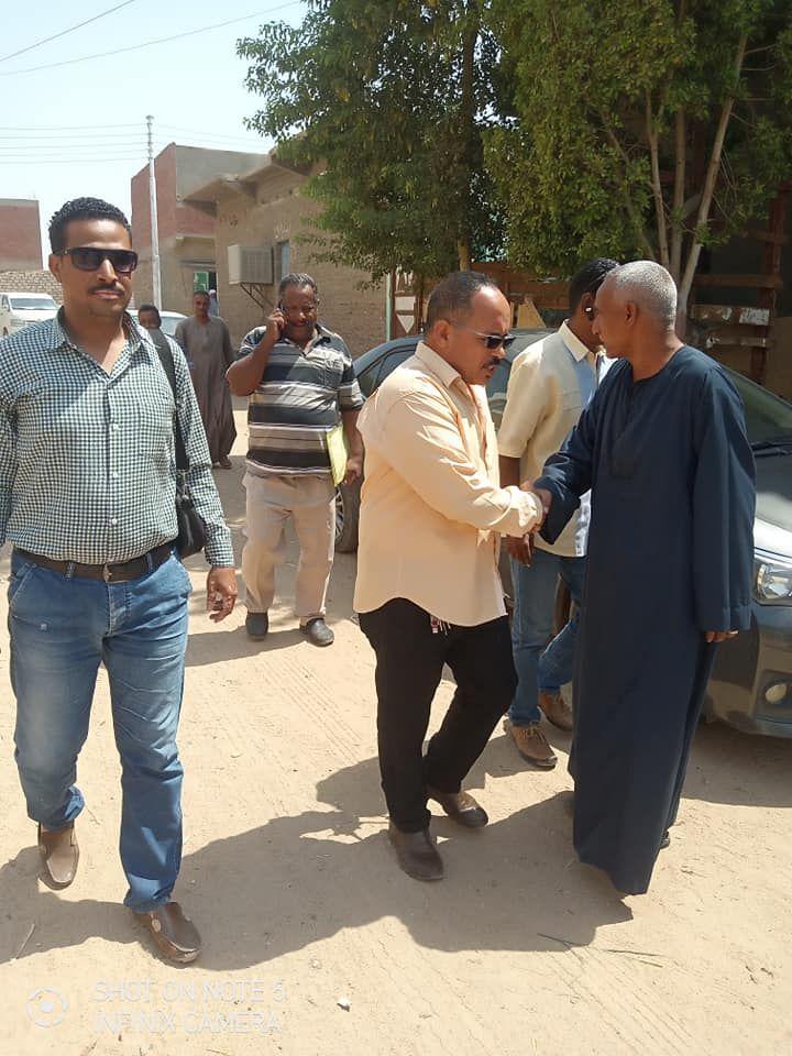 لجنة المتابعه بحافظة اسوان تتفقد قري مبادرة حياة كريمة بكوم امبو (5)