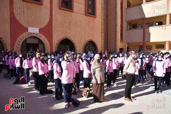 الغضبان-يشارك-طلاب-مدرسة-بورسعيد-الثانوية-بنات-طابور-الصباح-(2)