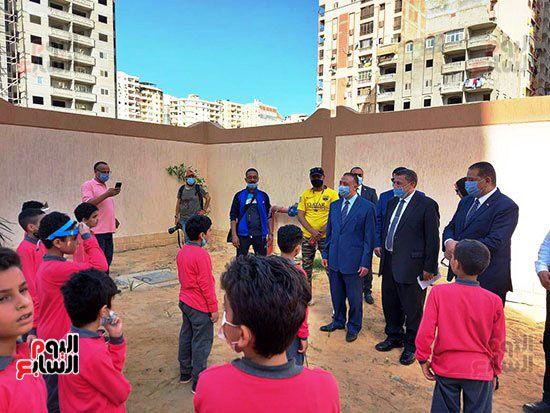 محافظ-الإسكندرية-يفتتح-مجمع-مدارس--(4)
