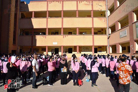 الغضبان-يشارك-طلاب-مدرسة-بورسعيد-الثانوية-بنات-طابور-الصباح-(1)