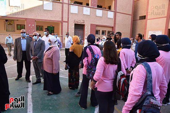 الغضبان-يشارك-طلاب-مدرسة-بورسعيد-الثانوية-بنات-طابور-الصباح-(9)