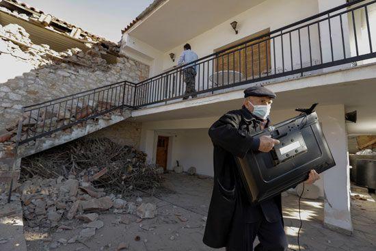 أضرار مادية كبيرة بسبب زلزال بقوة 6.3 ضرب اليونان (3)