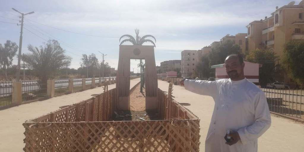 سياجات ممشى سياحى مصنوع من جريد النخيل فىا لوادى الجديد (1)