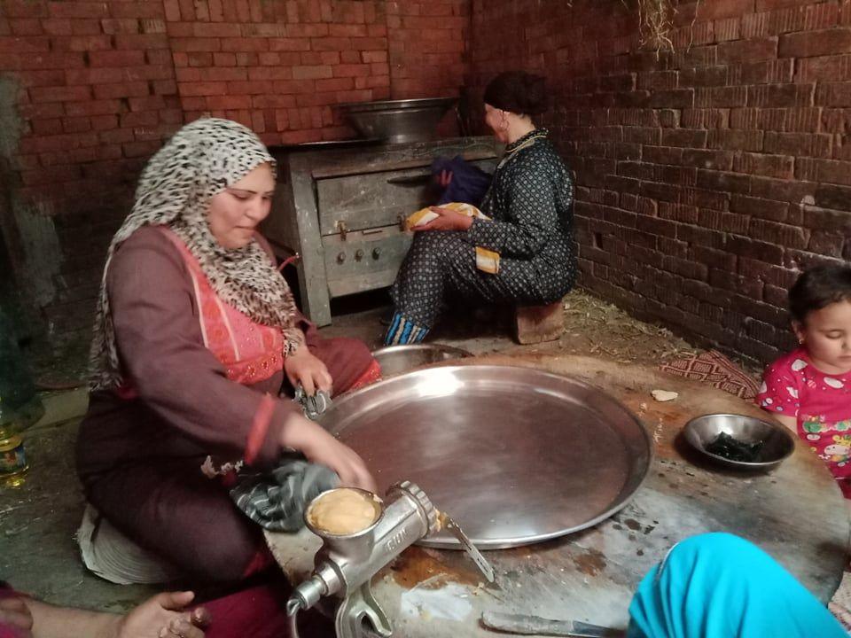 دهان الأطباق بالزيت لعمل الكحك
