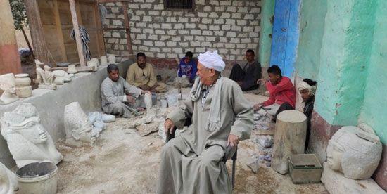 هنا-مدرسة-تعليم-صناعة-التحف-الفرعونية-غرب-محافظة-الأقصر-(11)