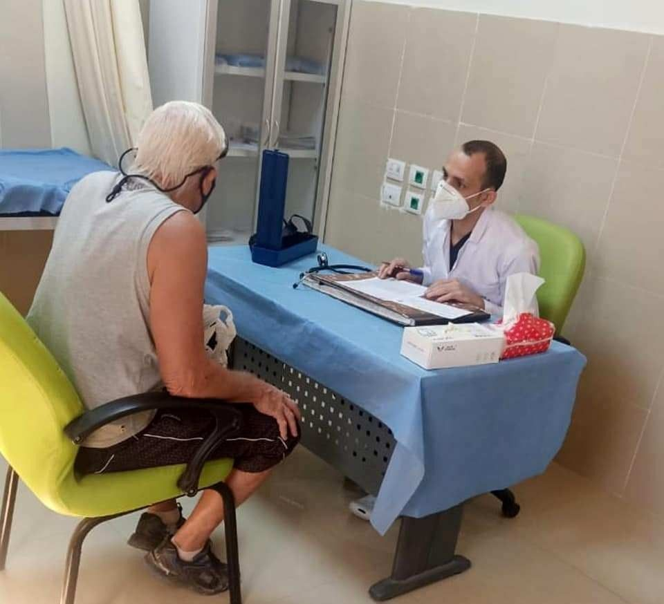 توافد الأهالى للحصول على تطعيمات ولقاحات كورونا فى الأقصر (3)