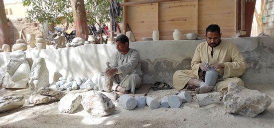 هنا-مدرسة-تعليم-صناعة-التحف-الفرعونية-غرب-محافظة-الأقصر-(10)