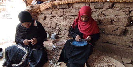 هنا-مدرسة-تعليم-صناعة-التحف-الفرعونية-غرب-محافظة-الأقصر-(15)