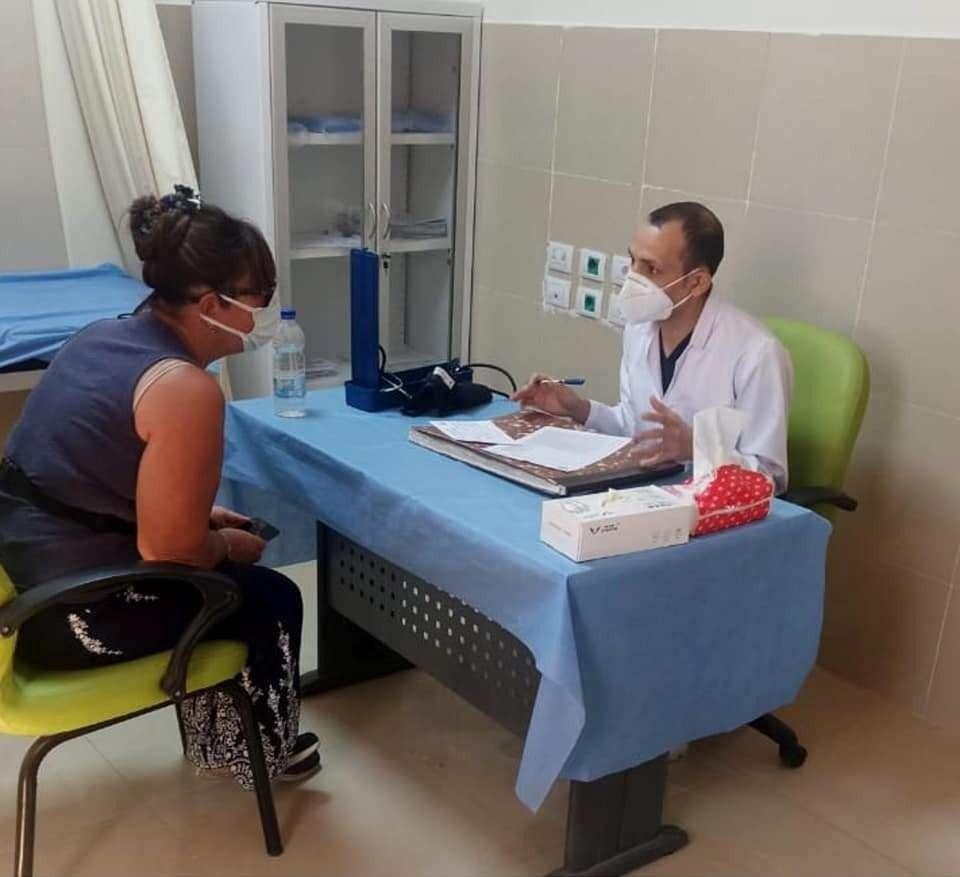 توافد الأهالى للحصول على تطعيمات ولقاحات كورونا فى الأقصر (2)