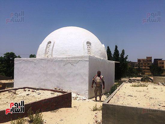 مقبرة الشاعر عبد الرحمن الأبنودى