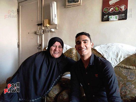 الطالب-عبد-الله-رضا-مع-والدته---محافظة-القليوبية-(9)