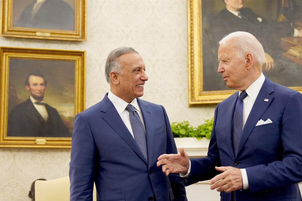 محادثة جانبية بين الرئيس الأمريكى ورئيس وزراء العراق