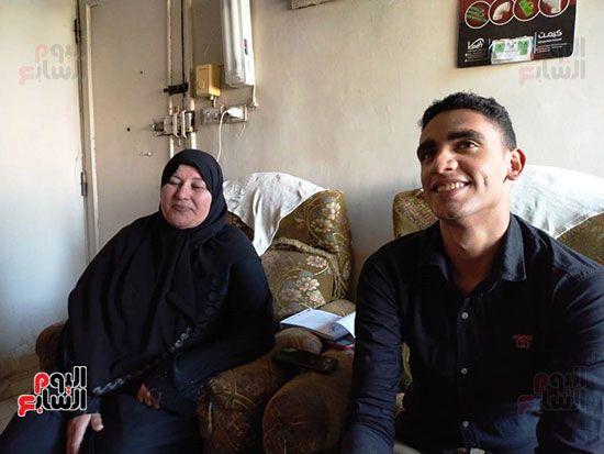 الطالب-عبد-الله-رضا-مع-والدته---محافظة-القليوبية-(13)