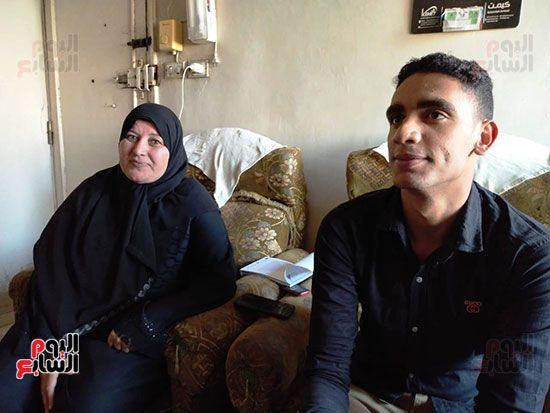 الطالب-عبد-الله-رضا-مع-والدته---محافظة-القليوبية-(14)