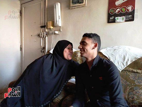 الطالب-عبد-الله-رضا-مع-والدته---محافظة-القليوبية-(6)