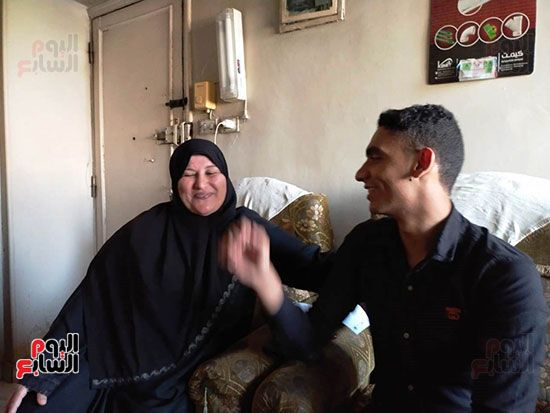الطالب-عبد-الله-رضا-مع-والدته---محافظة-القليوبية-(5)