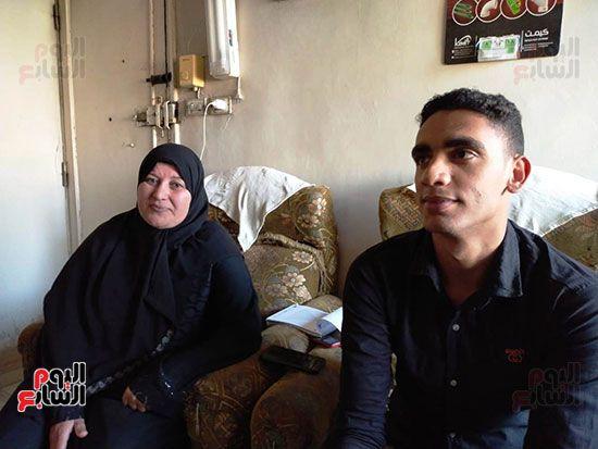 الطالب-عبد-الله-رضا-مع-والدته---محافظة-القليوبية-(12)