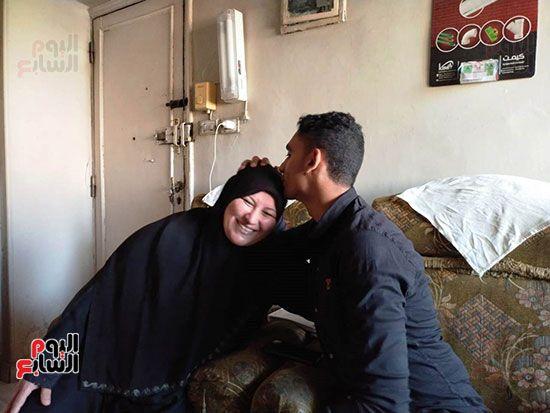الطالب-عبد-الله-رضا-مع-والدته---محافظة-القليوبية-(8)