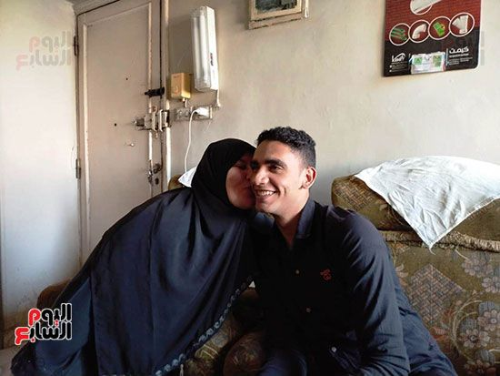 الطالب-عبد-الله-رضا-مع-والدته---محافظة-القليوبية-(4)