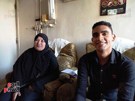 الطالب-عبد-الله-رضا-مع-والدته---محافظة-القليوبية-(15)