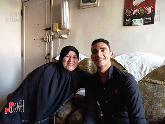 الطالب-عبد-الله-رضا-مع-والدته---محافظة-القليوبية-(7)