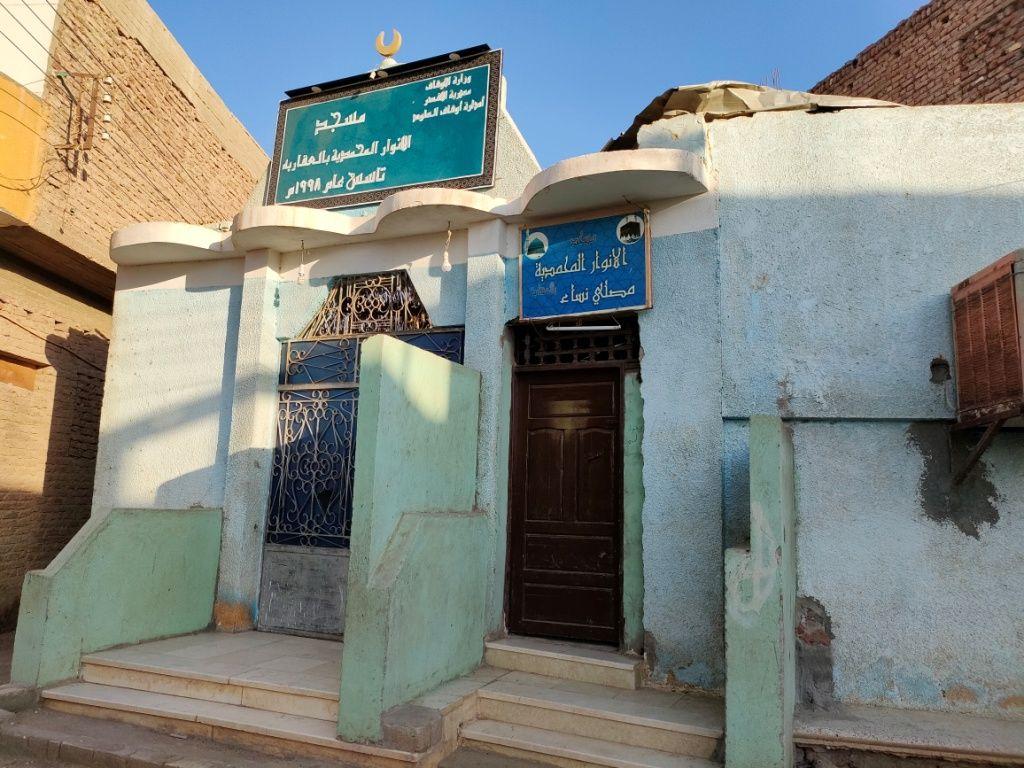 مسجد مبنى بالجهود الذاتية بالقرية