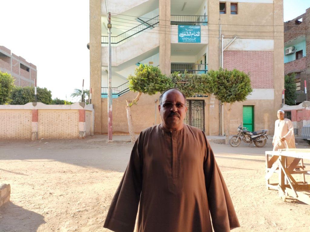 الحاج محمد حسانين يكشف تفاصيل تكاتف أهالى القرية