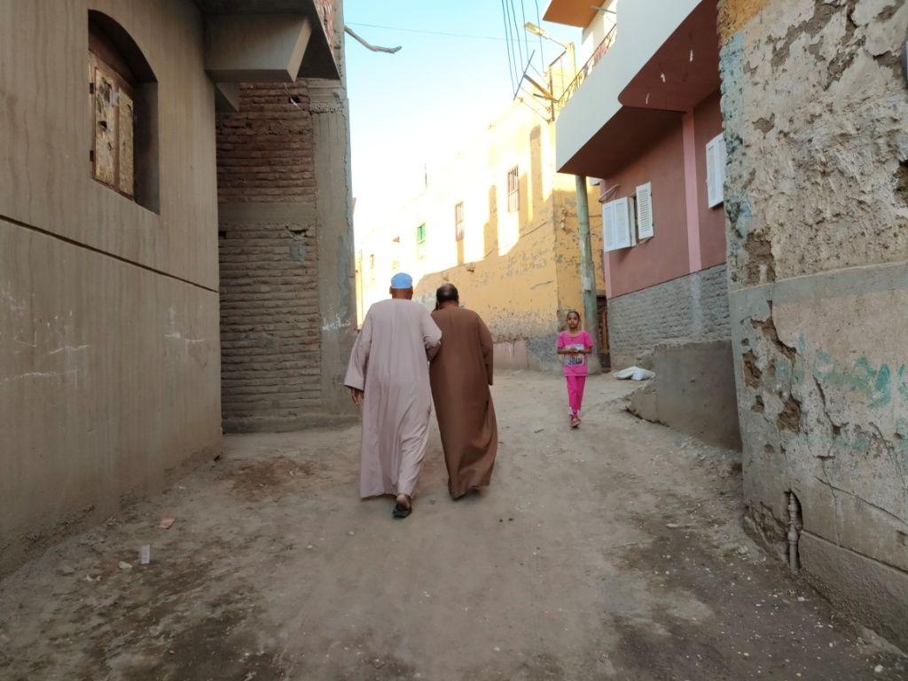 قرية بسيطة تعيش اجواء التكاتف المجتمعى