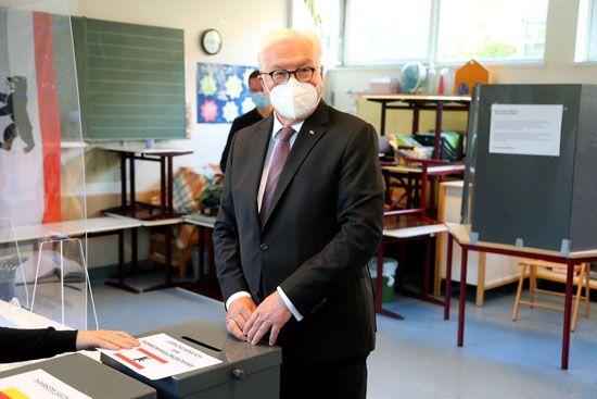 الرئيس الألمانى يدلى بصوته
