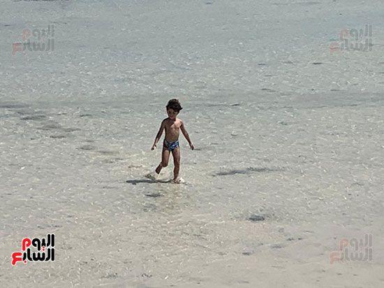 احد-الاطفال-علي-شواطئ-الاورانج