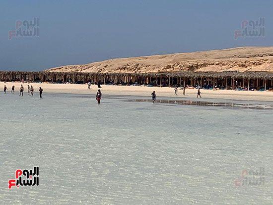 السياح-الاجانب-والمصريين-يستمتعون-علي-حزيرة-الجفتون