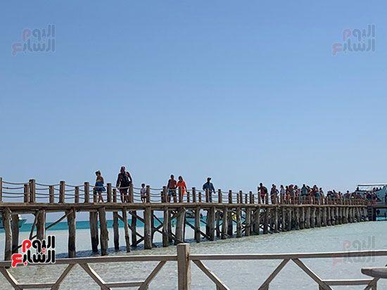 اعداد-كبيرة-من-السياح