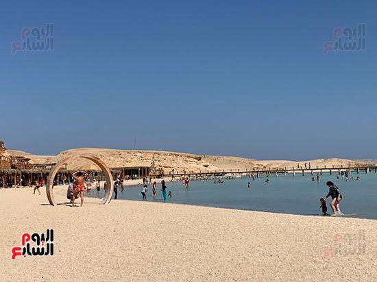 مئات-السياح-علي-شواطئ-اورانج