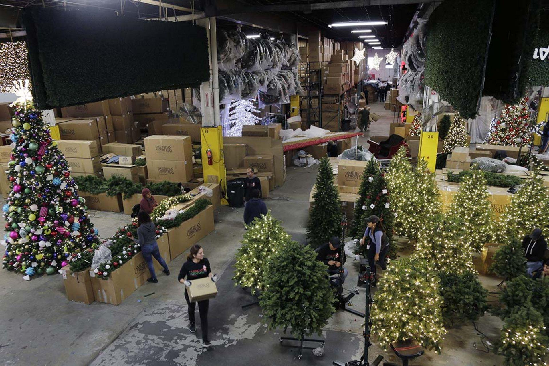 ازمة سلاسل التوريد تهدد موسم تسوق الكريسماس