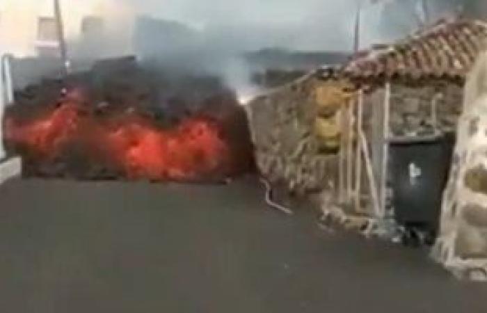 """70 بركانا نشطا فى العالم وانفجار 7 فى عام 2021.. """"اتنا"""" سجل انفجارات عديدة وكومبر فيخا دمر 200 منزل فى جزر الكنارى.. 5 براكين خطرة فى أندونسيا مقابل 4 فى أمريكا الجنوبية.. وبركان كالديرا الأقدم فى أوروبا"""