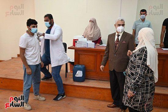 رئيس-جامعة-الفيوم-يتفقد-مراكز-لقاح-فيروس-كورونا