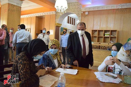 رئيس-جامعة-بنى-سويف-يتفقد-مراكز-اللقاح